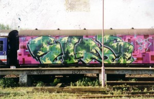 eine-graffiti-street-art-london-urban-art-train-graff2